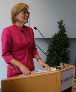 Bundesministerin Julia Klöckner auf der Agrartag der TH BIngen (Foto: Weinbach)