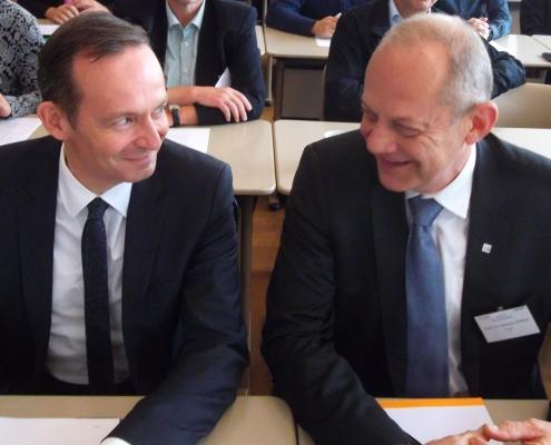 Staatsminister Dr. Volker Wissing und Dekan des Fachbereich 1 der TH Bingen Prof. Dr.agr. Clemens Wollny im Gespräch (Foto: Weinbach)